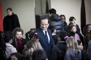 François Hollande dans une école